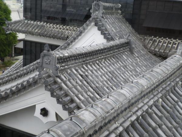 熊本城の屋根漆喰