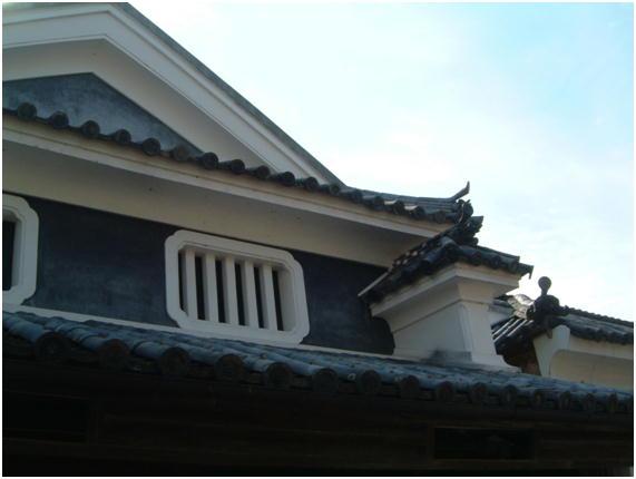 徳島脇町にある卯建と虫籠窓