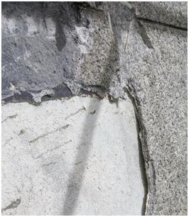 2.はつり機の跡が残るモルタル下地。