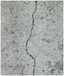 3.ひび割れがあるモルタル下地。防水処理が必要。